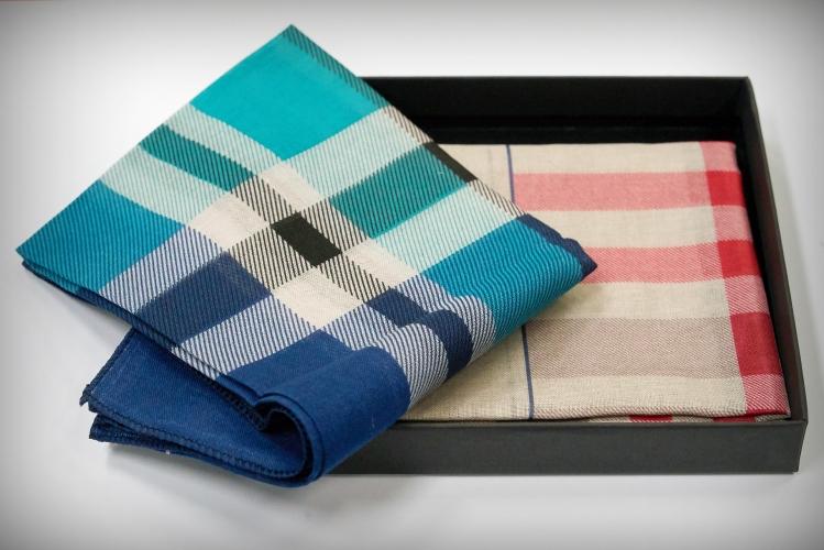 Zwei gefaltete Taschentücher